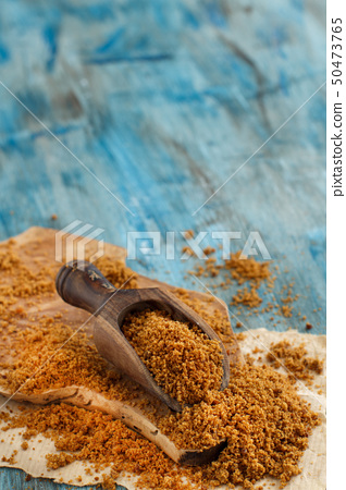Brown unrefined cane sugar 50473765