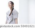 拐杖的女人 50491021