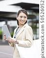 iPad를 가진 비즈니스 여성 50526052