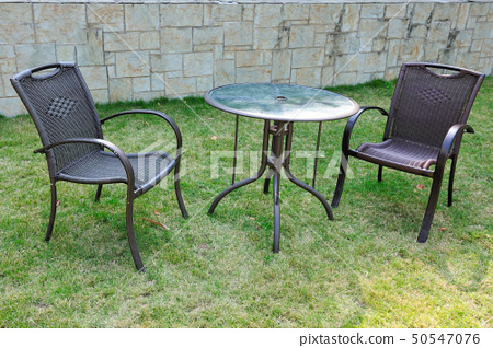 Table and chairs 50547076