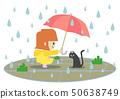 비오는 날에 노란 비옷을 입은 여자가 검은 고양이에 우산을 내밀고있는 곳 50638749