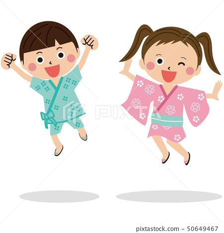 兩個孩子2個男孩和女孩在浴衣和金培 50649467