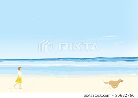 散步與跑在沙灘的婦女在晴朗的夏天海 50682760