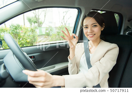 一個女人開車 50717911