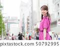 購物在銀座城市都市購物的年輕日本婦女 50792995