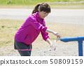 澆灌在水中的母賽跑者 50809159