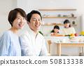 父母和孩子烹飪晚餐家庭形象 50813338