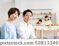 父母和孩子烹飪晚餐家庭形象 50813340