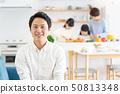父母和孩子烹飪晚餐家庭形象 50813348
