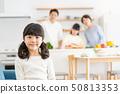 父母和孩子烹飪晚餐家庭形象 50813353