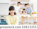 父母和孩子烹飪晚餐家庭形象 50813355
