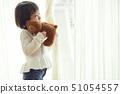 支持一只小熊的女孩窗口 51054557