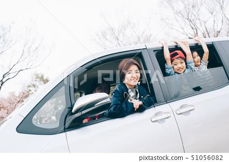 家庭車開車 51056082
