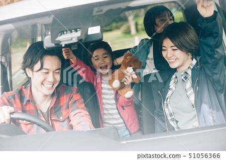 家庭車開車 51056366