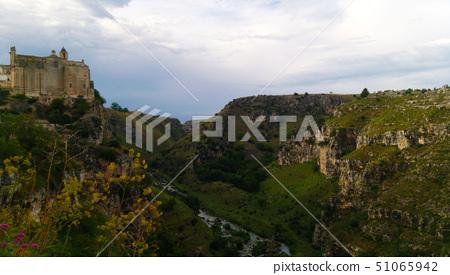 馬特潟湖洞穴民居。 51065942