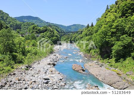 신록의 산과 계곡 [초여름 죠 간지 강] 51283649