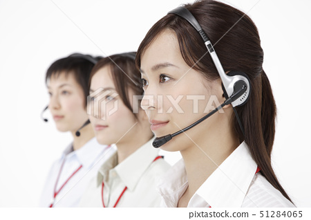 Businesswomen wearing headset, smiling,  close-up 51284065