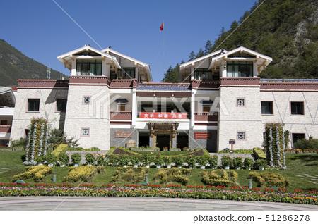 jiu zhai gou entrance, jiu zhai gou, china 51286278