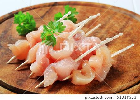 Fresh chicken skewers 51318533