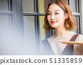 여성 카페 점원 51335859