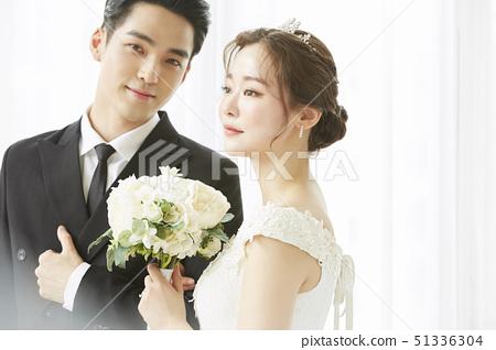 커플 결혼 51336304