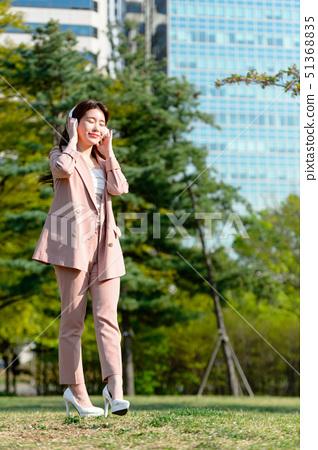 대한민국 여성의 표정, 라이프 스타일, 공원에서의 휴식 51368835