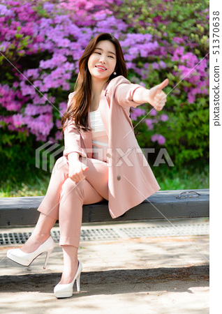 자신감 넘치는 대한민국 여성의 표정, 라이프 스타일, 공원에서의 휴식 51370638