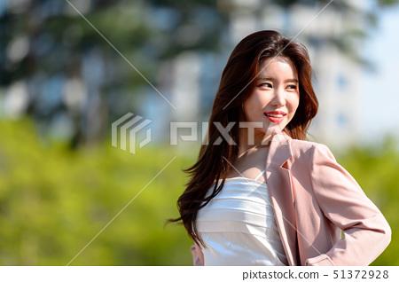 대한민국 여성의 표정, 라이프 스타일, 공원에서의 휴식 51372928