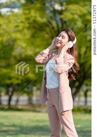 대한민국 여성의 표정, 라이프 스타일, 공원에서의 휴식 51372975
