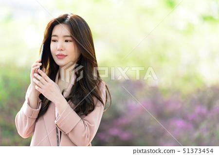 자신감 넘치는 대한민국 여성의 표정, 라이프 스타일, 공원에서의 휴식 51373454