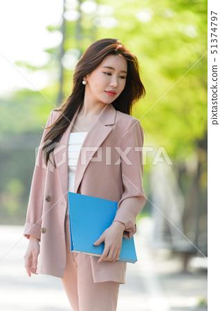 대한민국 여성의 표정, 라이프 스타일, 공원에서의 휴식 51374797