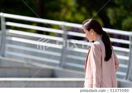 자신감 넘치는 대한민국 여성의 표정, 라이프 스타일, 공원에서의 휴식 51375090