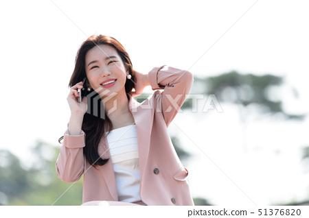 자신감 넘치는 대한민국 여성의 표정, 라이프 스타일, 공원에서의 휴식 51376820