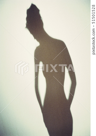 Shadow of a woman 51501528