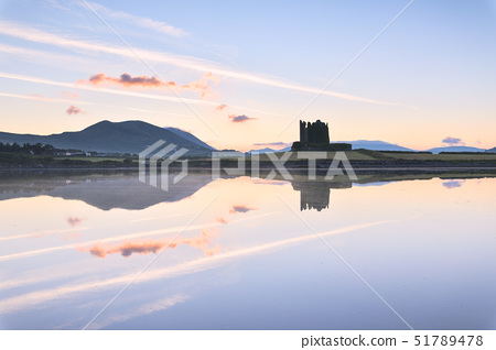 Ballycarbery Castle by the sea, Cahersiveen, County Kerry, Munster, Republic of Ireland, Europe 51789478