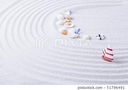 보트,구명튜브,닻,조개,고둥,불가사리,모래,결 51796491