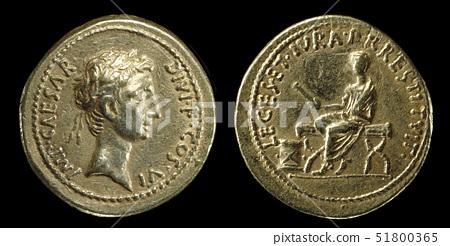 Gold aureus of Octavian 51800365