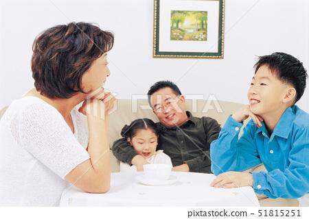 화목,소파,딸 51815251