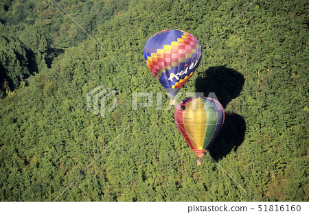 France,Dordogne,hot air balloons flying over the Dordogne river, 51816160