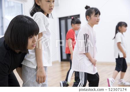 키즈 댄스 교실 댄스 수업 장면 52307174