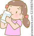 물을 마시는 여자 52398974