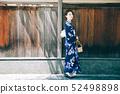 유카타 여성과 교토의 거리 52498898
