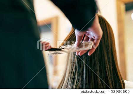 Hair salon brush brushing 52986600