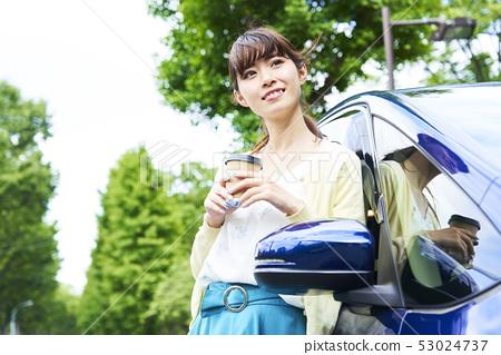 자동차와 여자 53024737