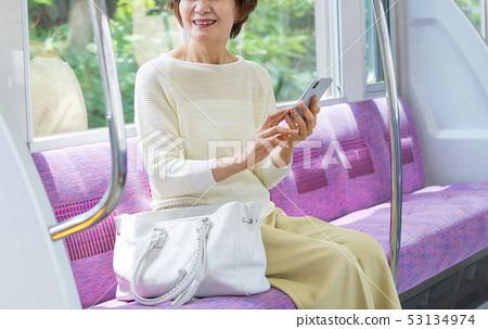 高級女子火車旅遊攝影合作:京王電鐵有限公司 53134974