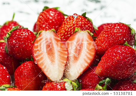 신선한 딸기의 이미지 53138781