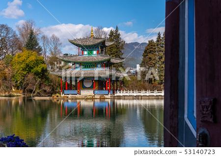 블랙 드래곤 풀 중국의 윈난 리장 블랙 드래곤 풀 블랙 드래곤 연못 유천 공원 53140723