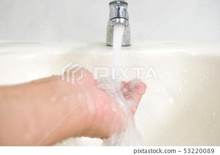 水龍頭特,大像水資源或儲存。 53220089