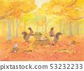 단풍 속에 열매를 모으는 2 마리의 다람쥐 53232233