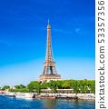 巴黎埃菲爾鐵塔和塞納河垂直定位 53357356